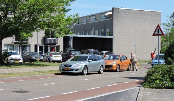 geparkeerde auto's 15 meter van het zebrapad